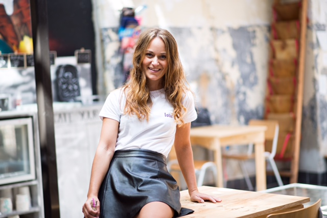 soster, llsoster, basic, tshirt, outfit, ootd, outfitpost, shoot, fotoshoot, potd, happy, girl, eindhoven, strijp, lifestyle