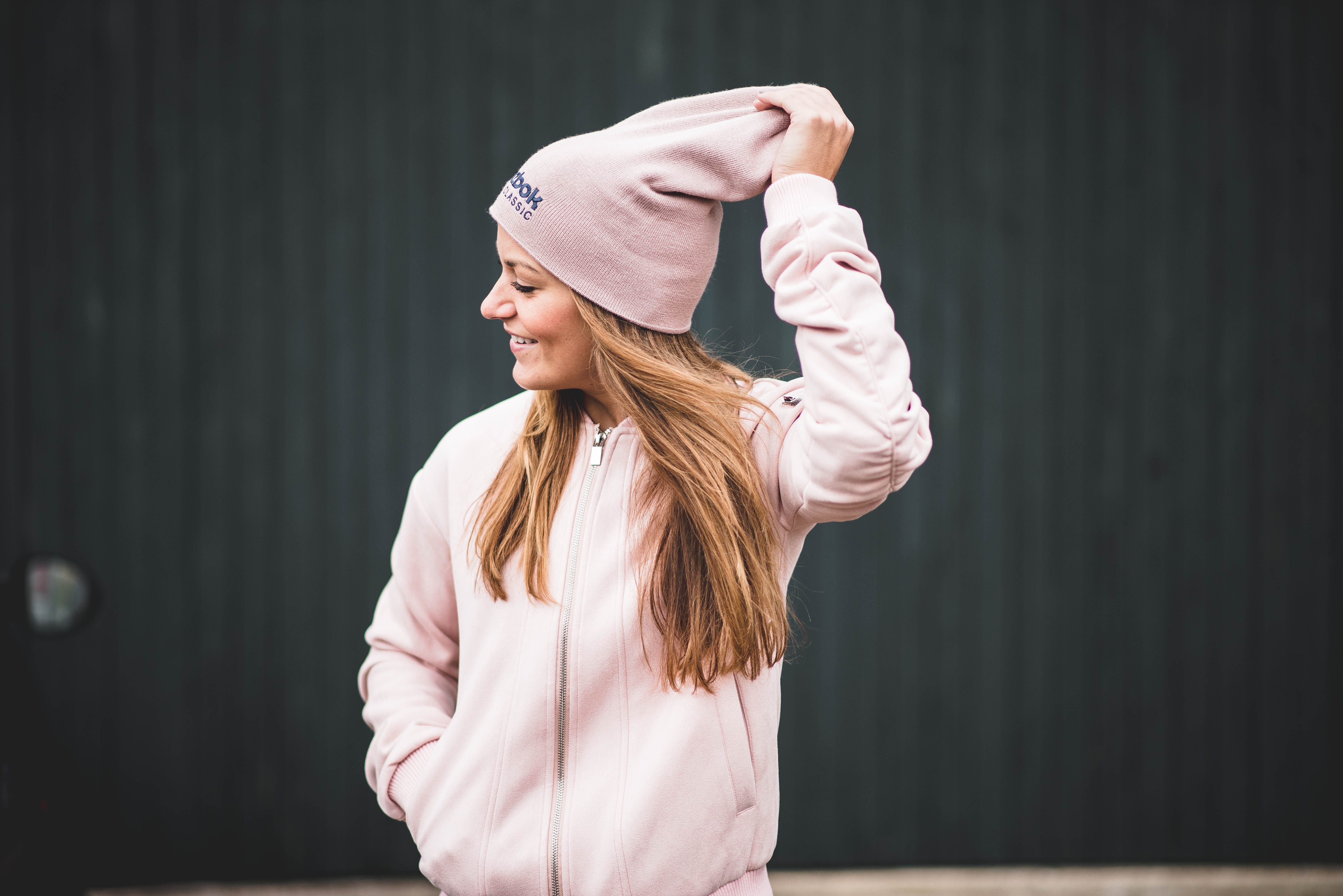 Defshop, outfit, wiw, wiwt, ootd, look, streetstyle, beanie, headphone, skullcandy, vero moda, spijkerbroek, jeans, nike, sneakers, beige, pink, roze, bomber, suede, bomberjack, blog, blogger, fashion, mode, fashionista