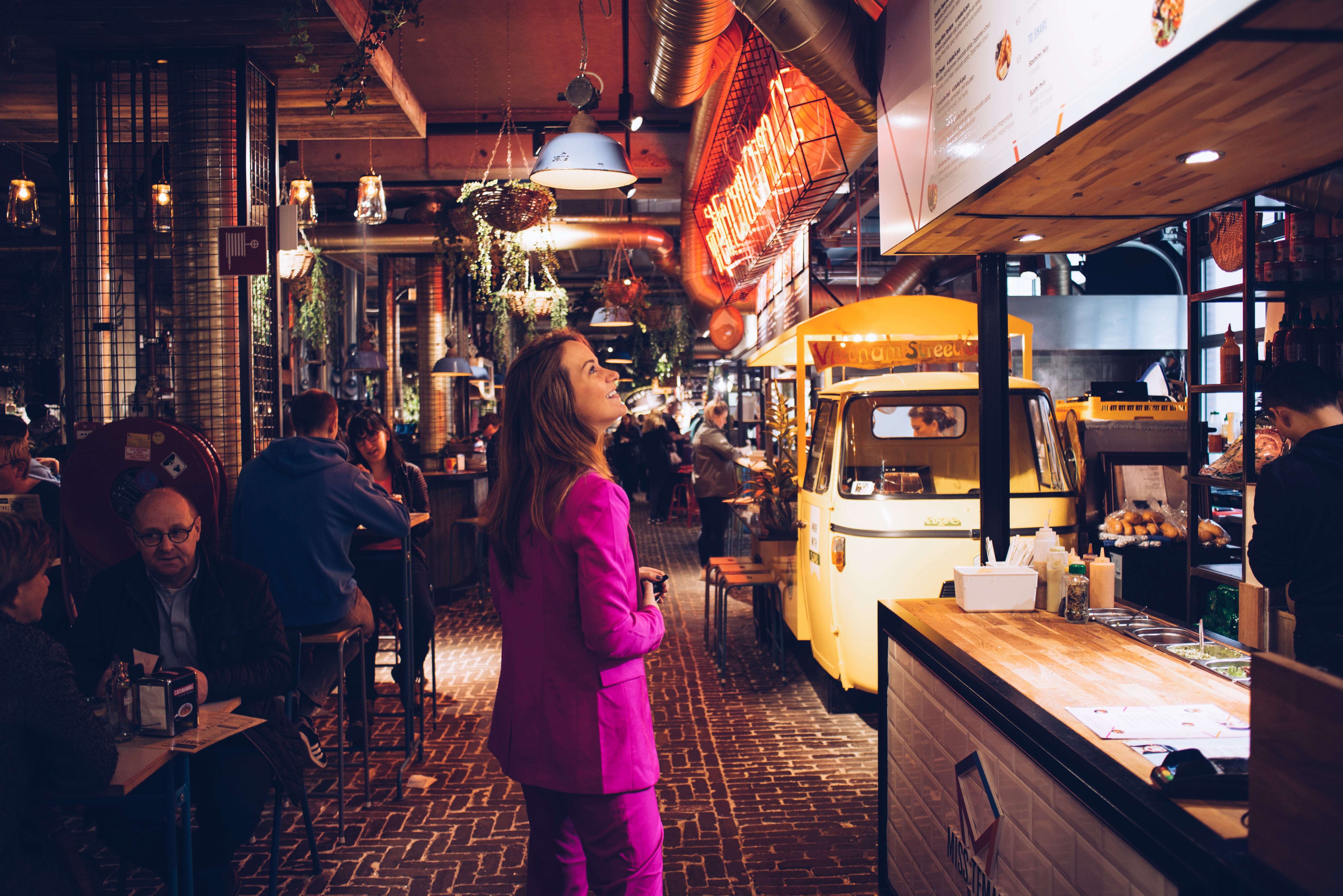 Down town gourmet market, eindhoven, eten, markthal, foodhal, foodie, food, pizza, nachos, friet, sushi, bitterballen, uiteten, lunch, sfeer, gezellig, foodporn