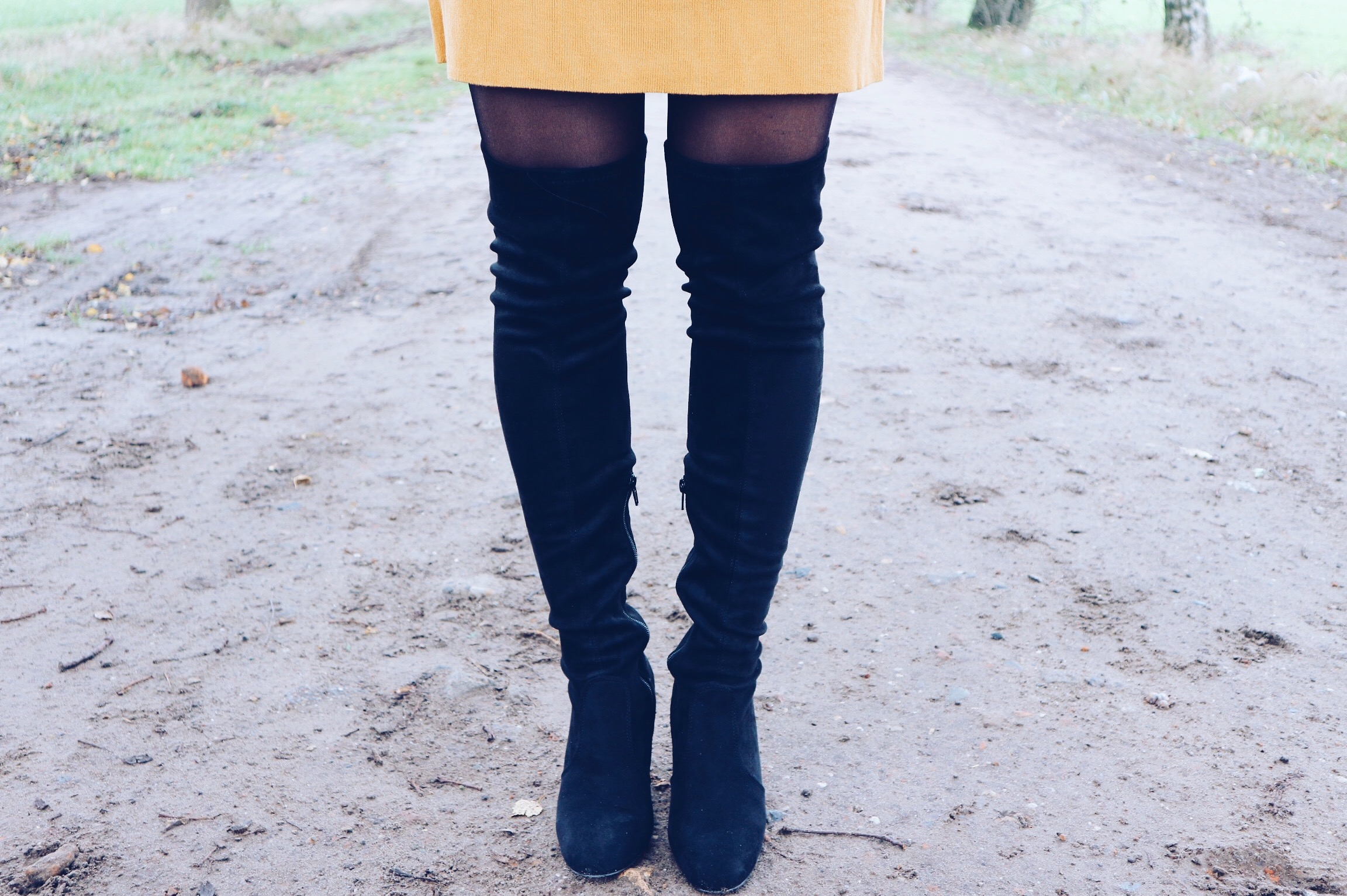outfit, ootd, my jewellery, dress, geel, mostergeel, yellow, overknee boots, boots, overknee, blij, blog, blogger, happy, xmariekie, flared
