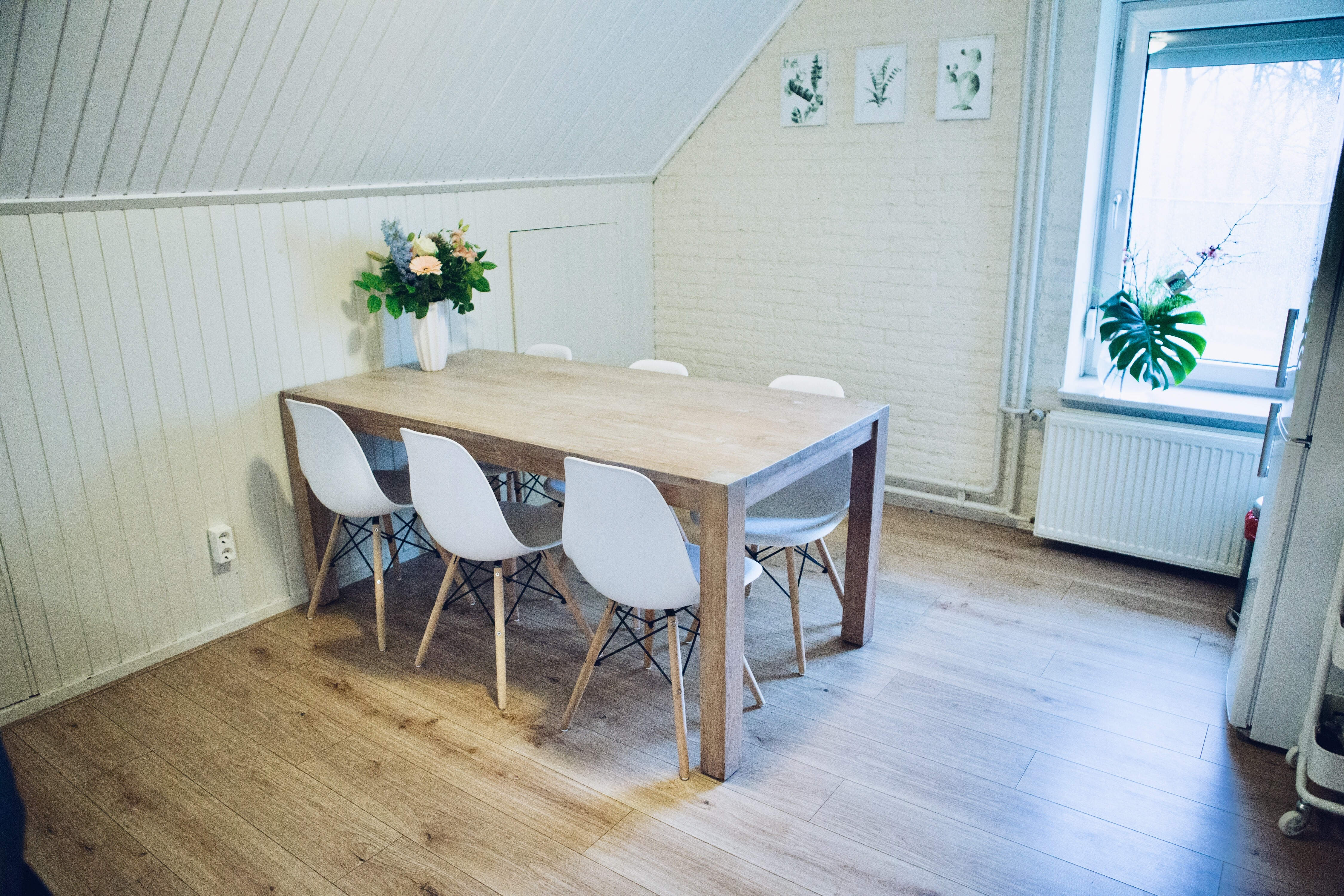 By Noth, Volero, Eyoba, tafels, stoelen, posters, girl, blog, blogger, happy, smile, interieur, inrichting, meubels, accessoires,