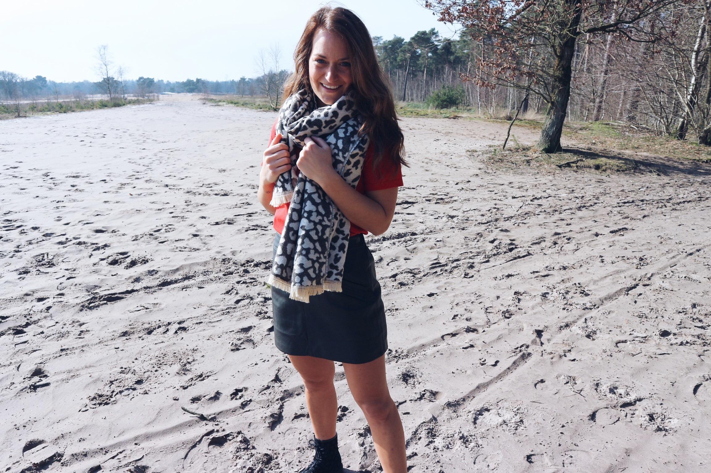 xmariekie, blog, blogger, Marcez, ootd, outfit, tamaris, laarsjes, boots, rokje, leren rokje, llsoster, soster, sjaal, shawl, oorbellen, ring, goud