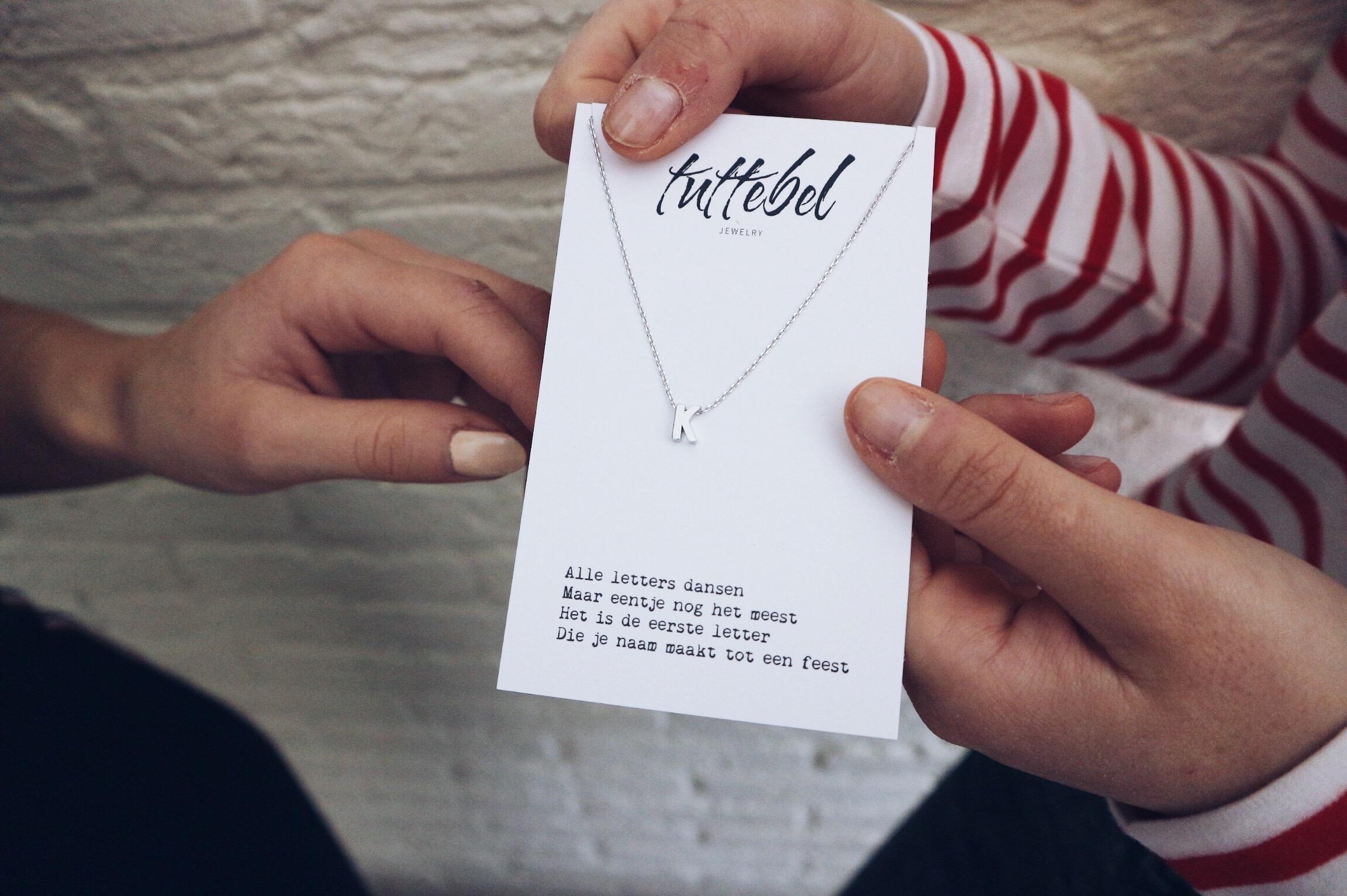 Tuttebel, initial, ketting, necklace, naam, kraamcadeau, bff, bestie, cadeau, cadeautje, naamketting, letter, webshop, xmariekie, blog, blogger