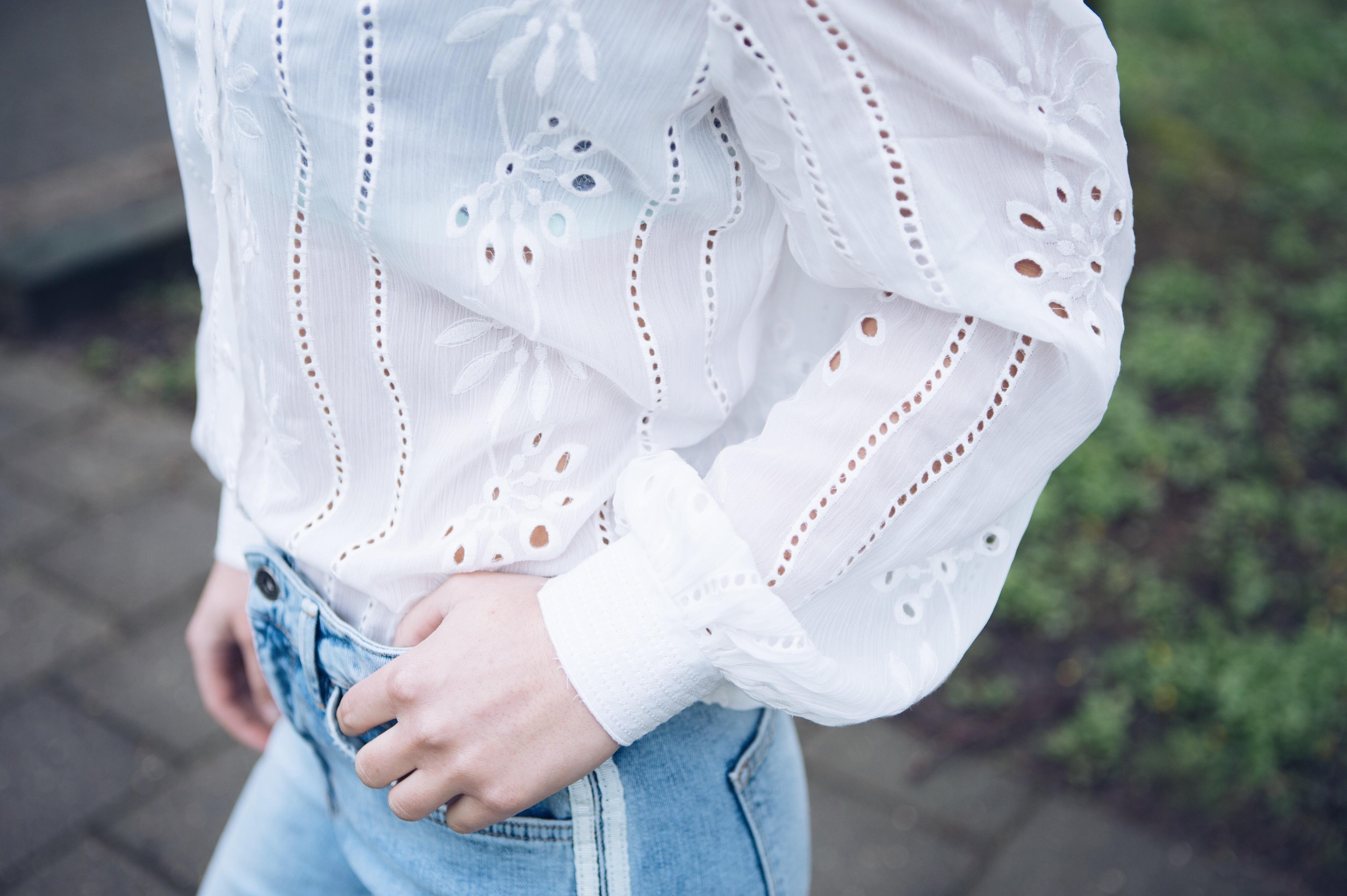 OPEN32, open32, outfit, ootd, spijkerbroek, blouse, wit, licht, spijker, xmariekie, blog, blogger, pernillecoryndon, pernille coryndon, calvinklein, calvin klein, sneakers, vandalen, tasje, happy, smile, zomer, look, lookje