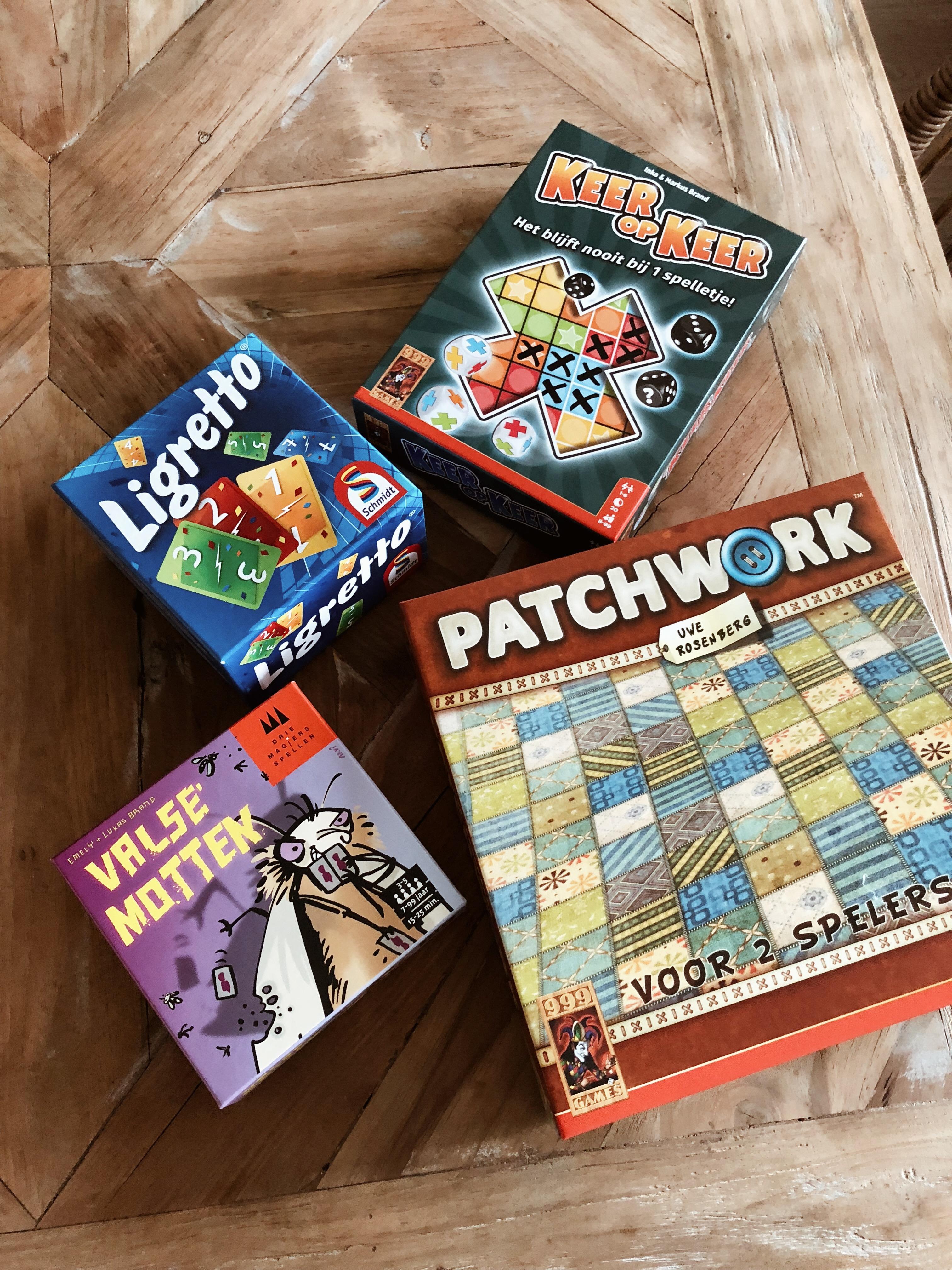 xmariekie, blog, blogger, spellen, spel, spelletjes, games, 999games, 999 games, ligretto, valse motten, patchwork, keer op keer, de perfecte spellenavond, zus, familie, gezellig, gezelligheid