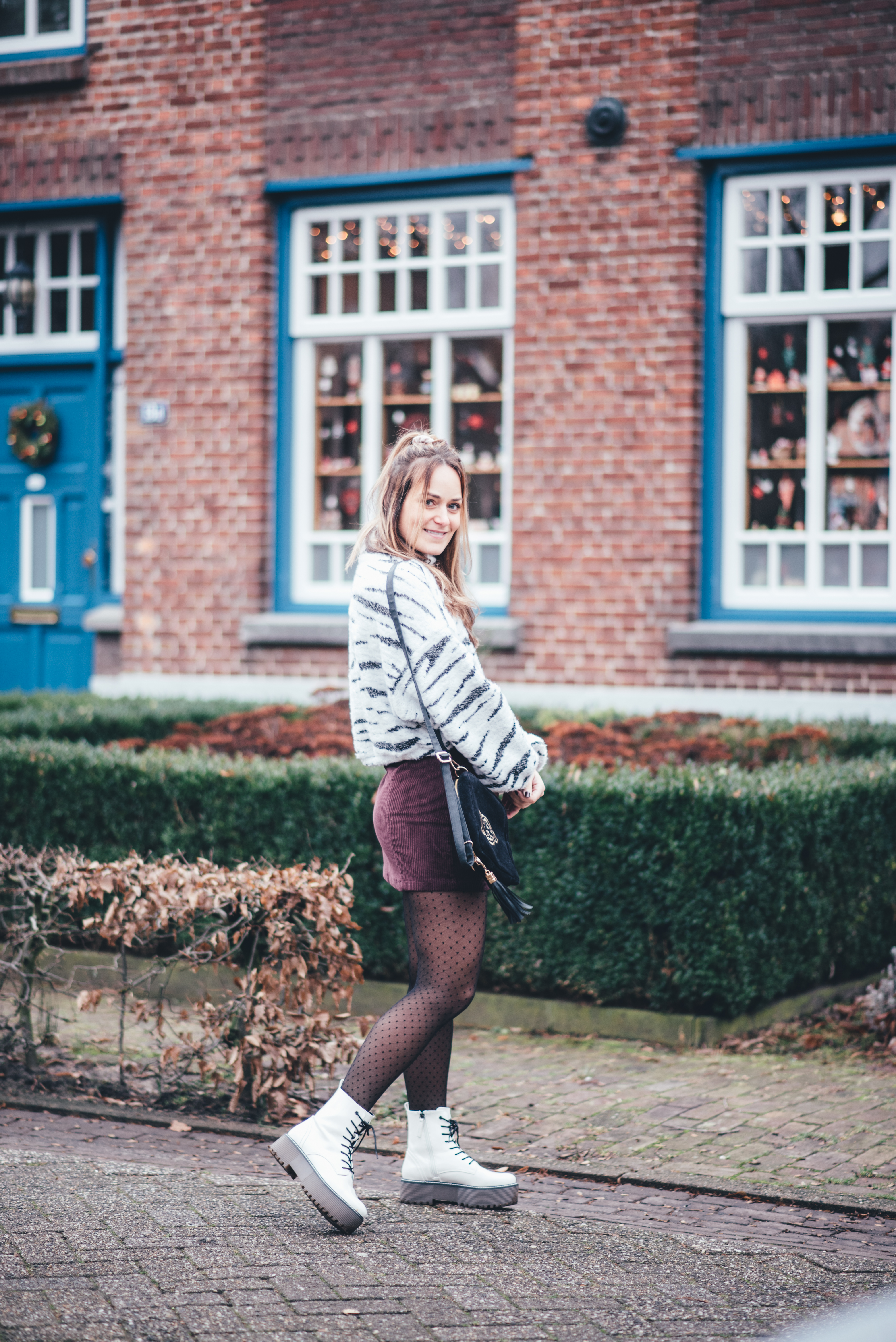 xmariekie, blog, blogger, influencer, ootd, outfit, tasje, fannypack, bumbag, stipjespanty, stippen, velvet, bulubrands, bulubrand, bulubags, model, inspiratie